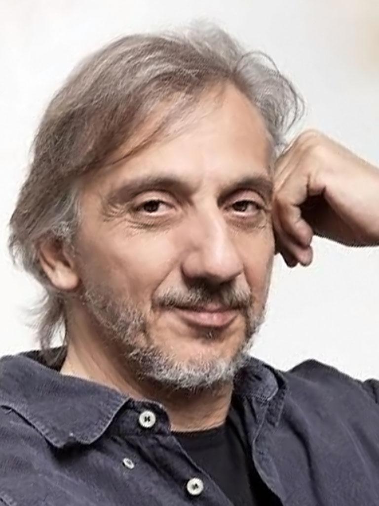Il volto intenso dell'attore Francesco Migliaccio